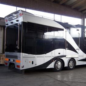 camper trasporto cavalli trasformazione camion in camper. Black Bedroom Furniture Sets. Home Design Ideas