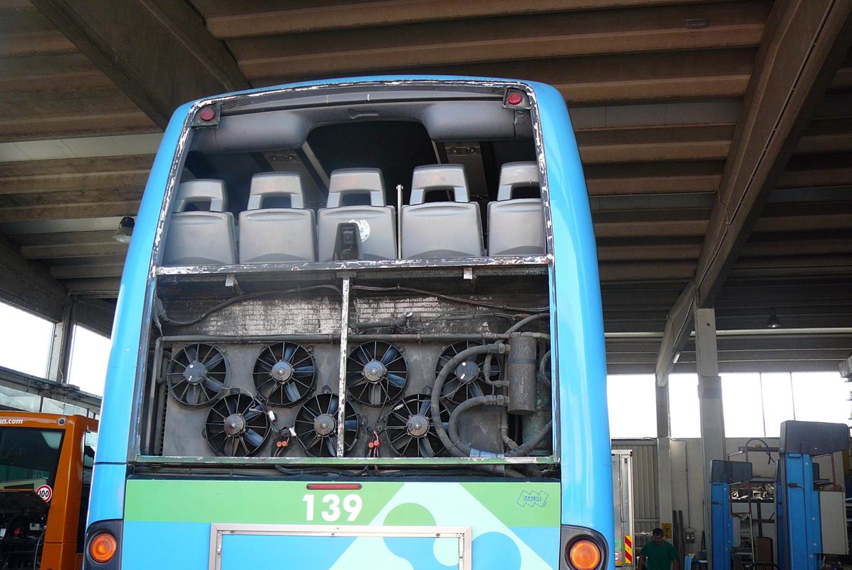 Allestimento autobus riparazione autobus e pavimentazione for Interno autobus