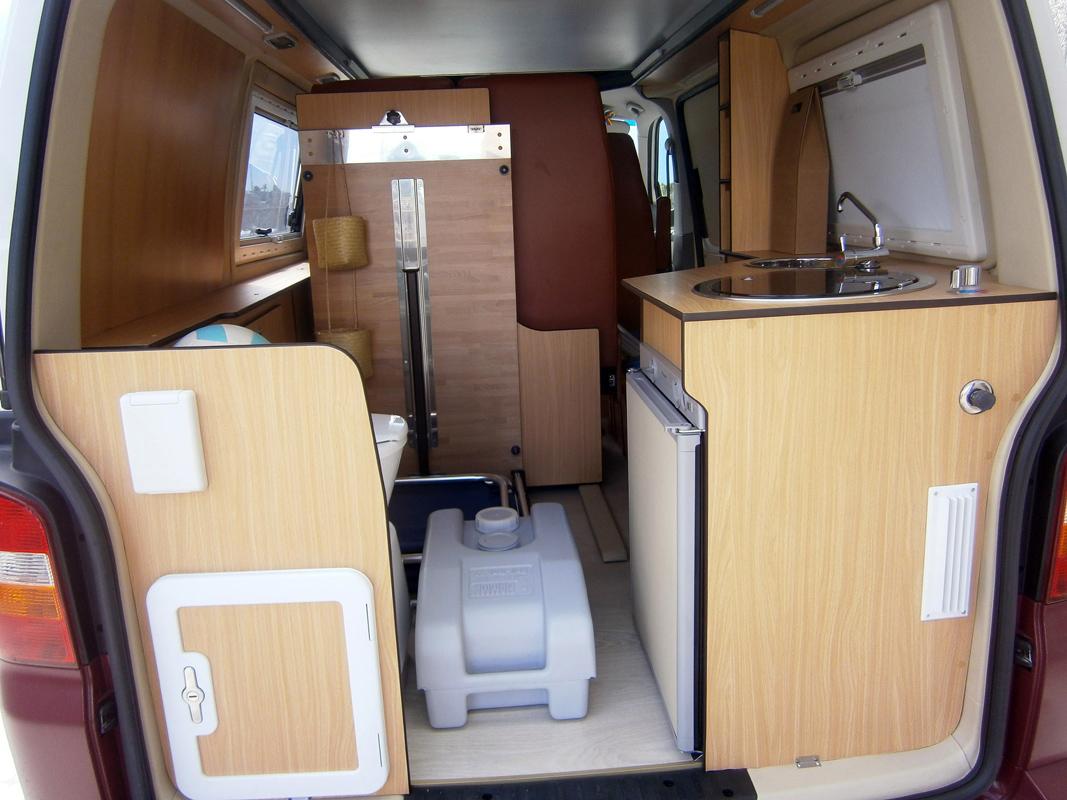 Letto per furgone ispirazione interior design idee mobili for Arredamento camper